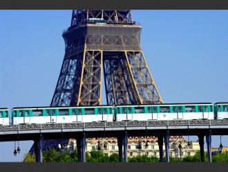 metro paris eiffel tower